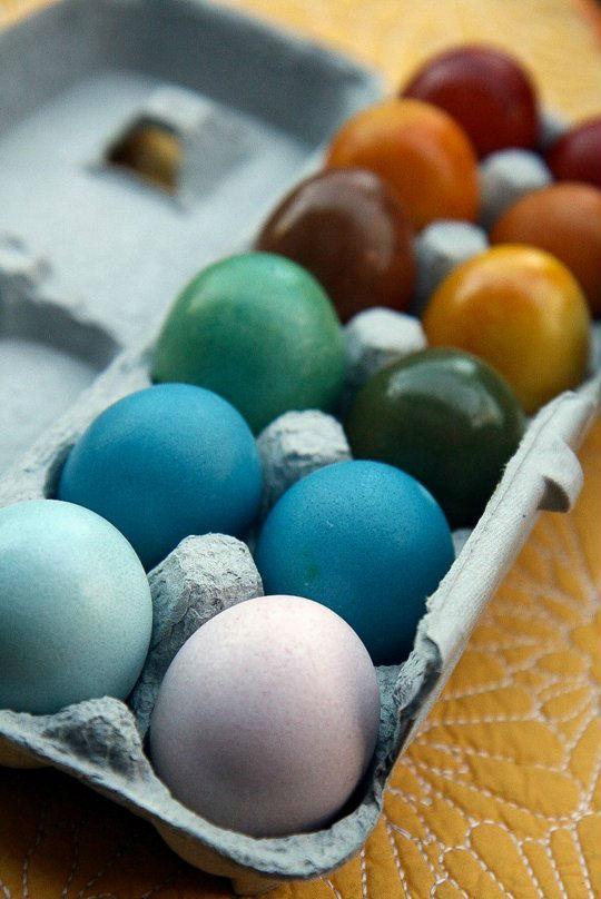 Vopseste oua de Paste cu fructe si legume