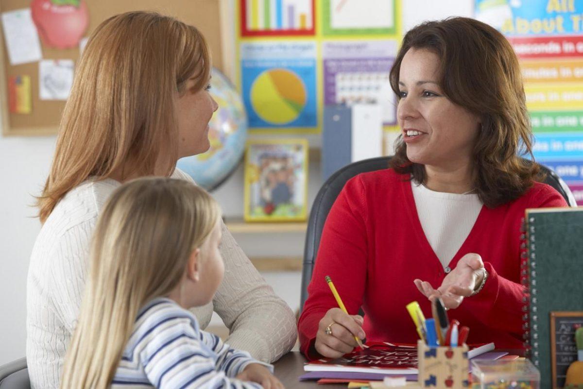 Succesul scolar al copiilor: 1 din 3 parinti ajunge semestrial sau mai rar la sedintele scolare