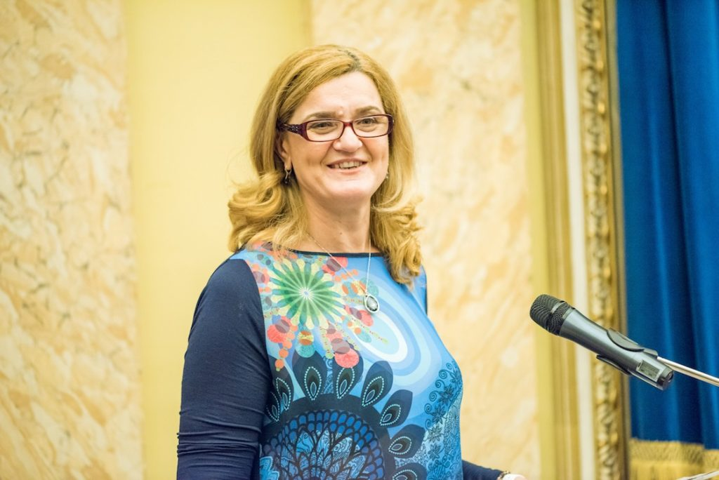 Elisabeta Lipa - presedintele Federatiei Romane de Canotaj - a crescut in Siret si cunoaste situatia copiilor din caminele de acolo.