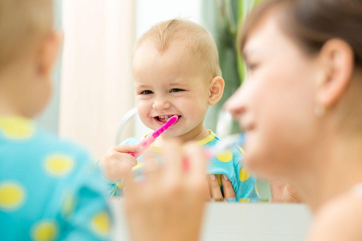 Pare o poveste de speriat copiii, dar caria de biberon exista si, chiar daca afecteaza dintii de lapte, este nevoie sa iti protejezi micutul de ea. Afla cum, la Parinti de Pici.