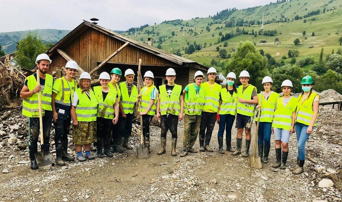 Asociatia Volunteer for Life strange donatii pentru sinistratii din judetul Neamt