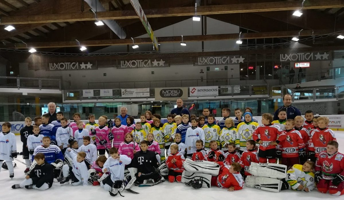Performante notabile obtinute de echipele de hochei juniori, la amicalele din Ungaria si Italia