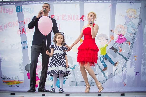 Monica Davidescu si Aurelian Temisan cu fetita