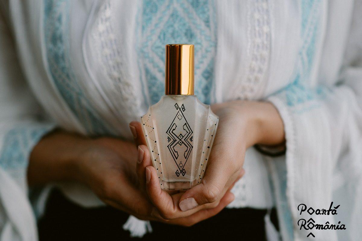 """Camelia Capitanu lanseaza parfumul """"Poarta Romania"""""""