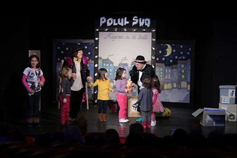 Pinguinii melomani, de la Teatrul Ion Creanga, abia asteapta sa se joace cu cei mici!