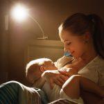 Bebe se trezeste des noaptea sa manance? Foarte bine!