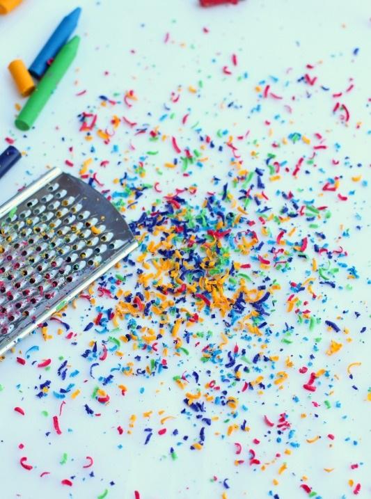 Creioane cerate reciclate artistic