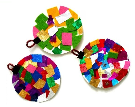 Decoratiuni de Craciun: Globuri 2D din petice colorate