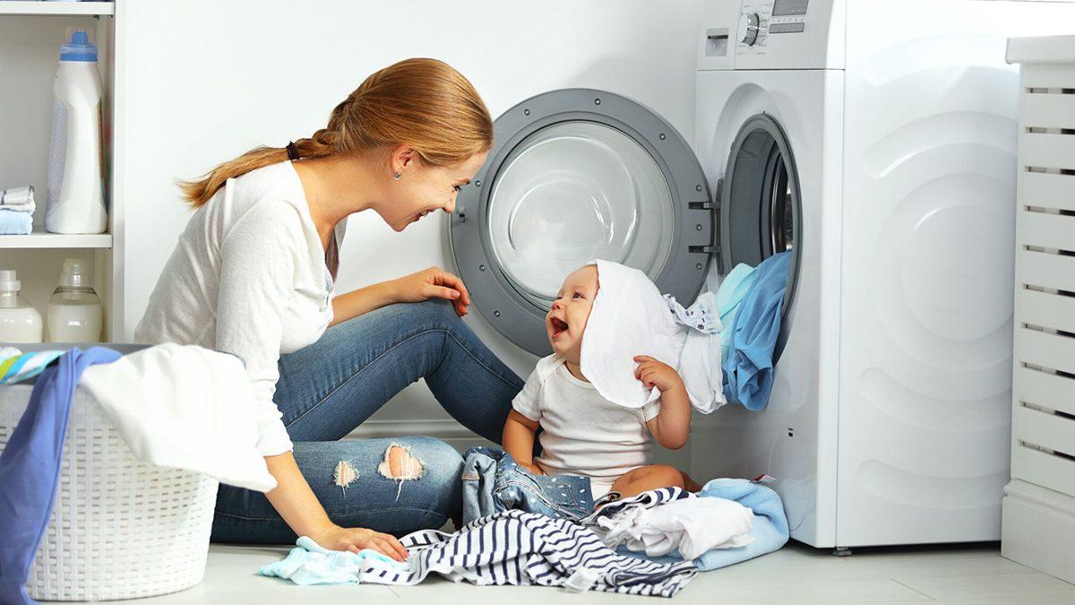 Atentie la cum speli hainele bebelusului