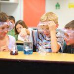 Scoala este mai distractiva cu experimente pentru copii