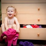Autonomia copilului: Cand incepe sa se imbrace singur