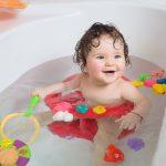 Baita bebelusului: Siguranta copilului in cada