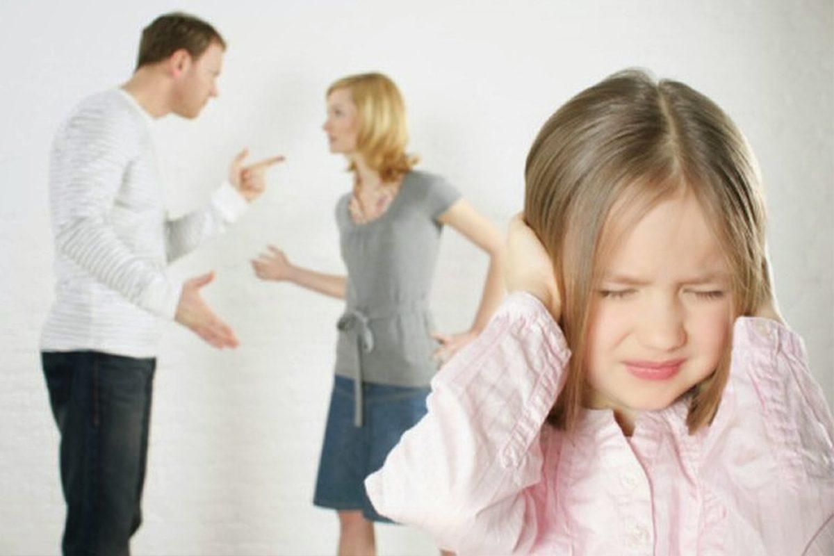 Cand nu iesi dintr-o relatie toxica de dragul copilului