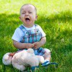 Cum reactionezi cand copilul face crize de nervi in public