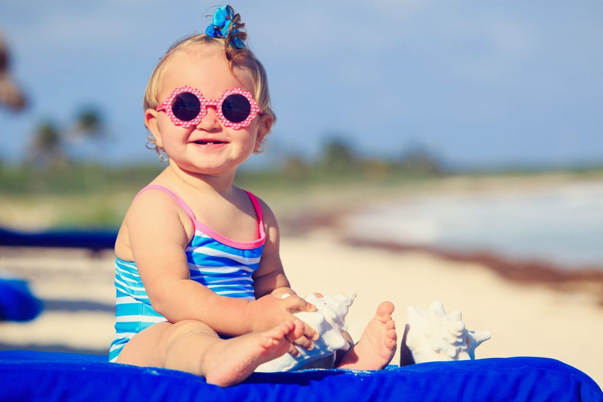 Cu bebe la plaja: Protectia solara corecta