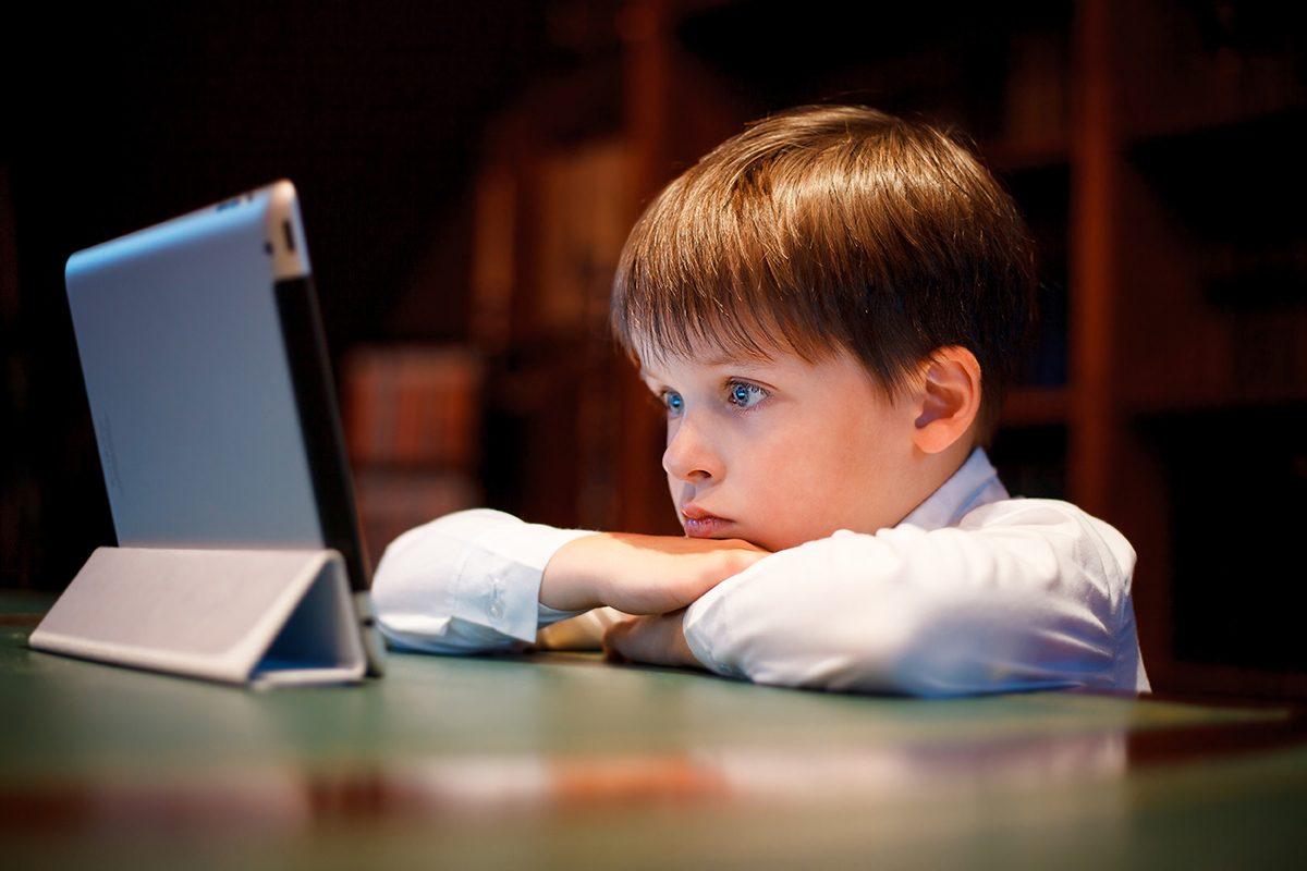 Consecintele excesului de ecrane in viata copilului