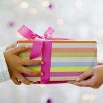 Cum iti inveti copilul generozitatea de Craciun