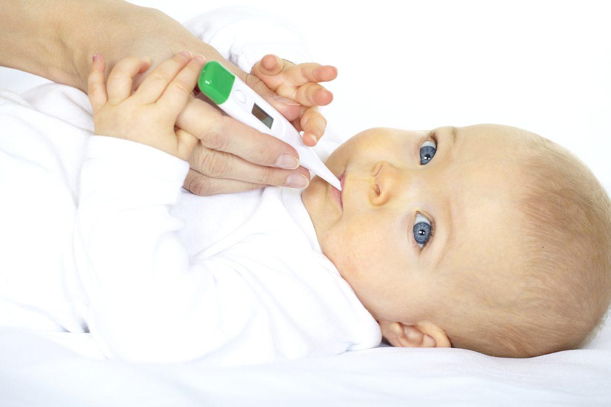 Cum alegi un termometru pentru bebelusi