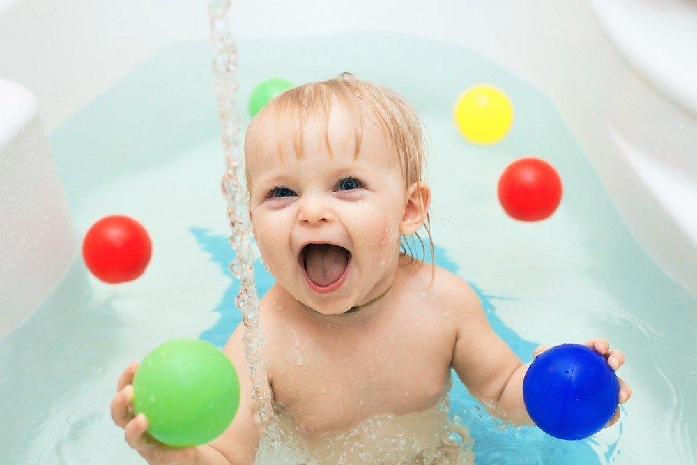 Activitati pentru bebelusi: Distractie cu apa