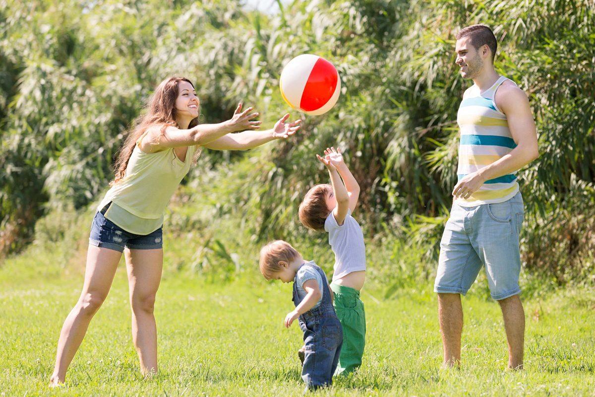 De ce sa te implici in joaca prichindelului in parc