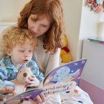 Ce faci cand copilul cere sa-i citesti aceeasi poveste tot timpul