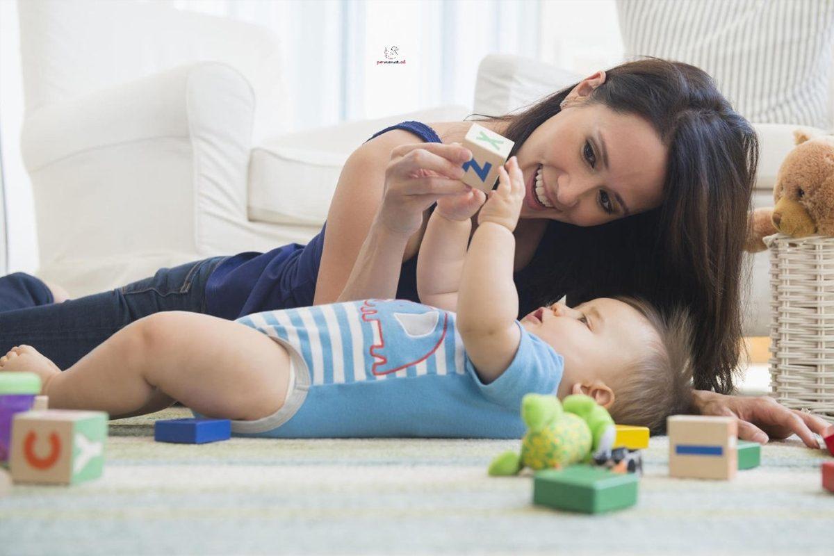 Cum sustii dezvoltarea motorie a bebelusului