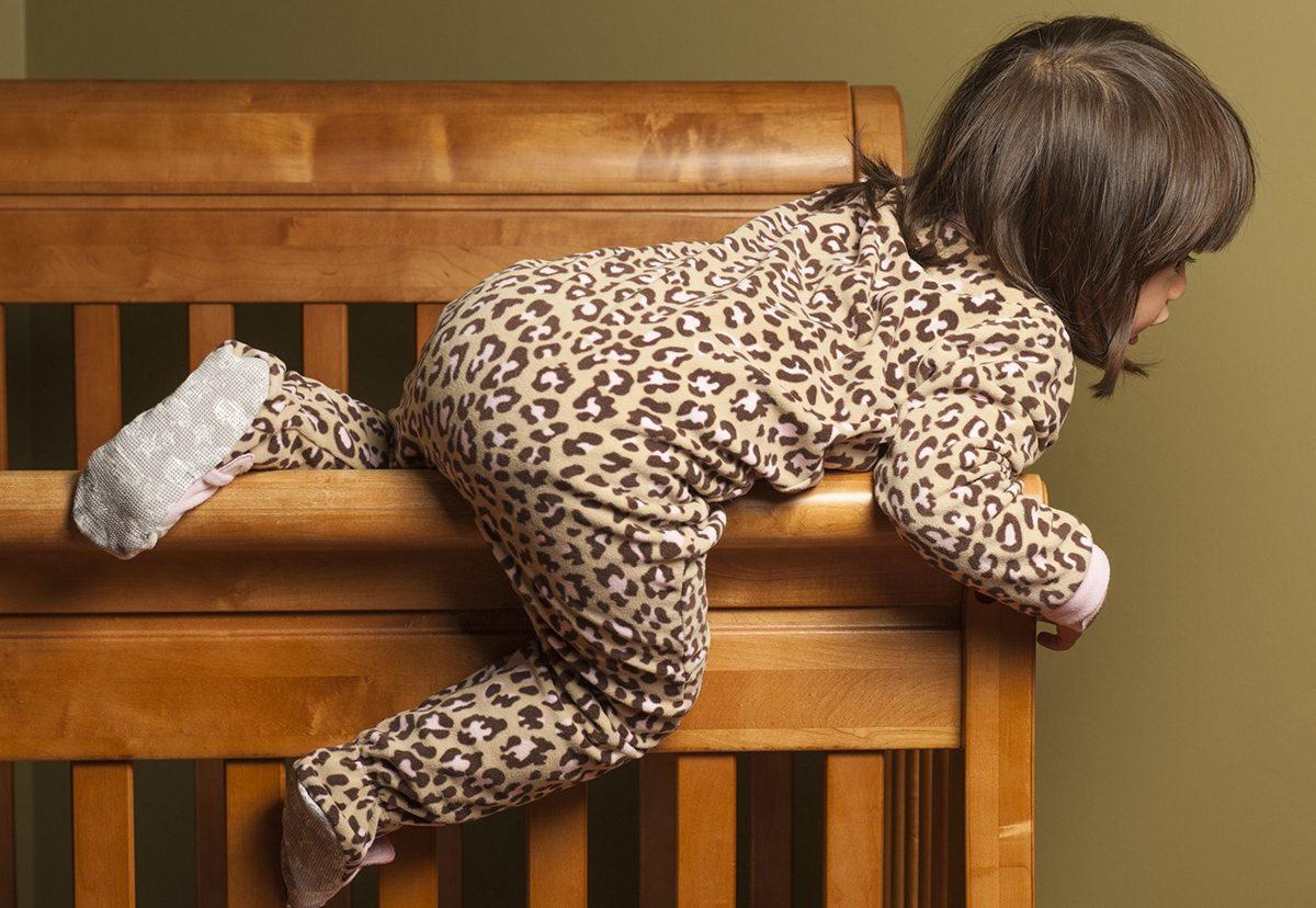 Ce faci cand bebelusul se catara pe orice?