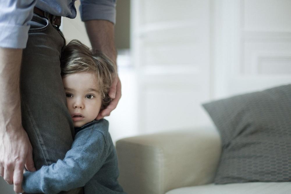 Anxietatea de separare mai are un nume: Dependenta de parinte
