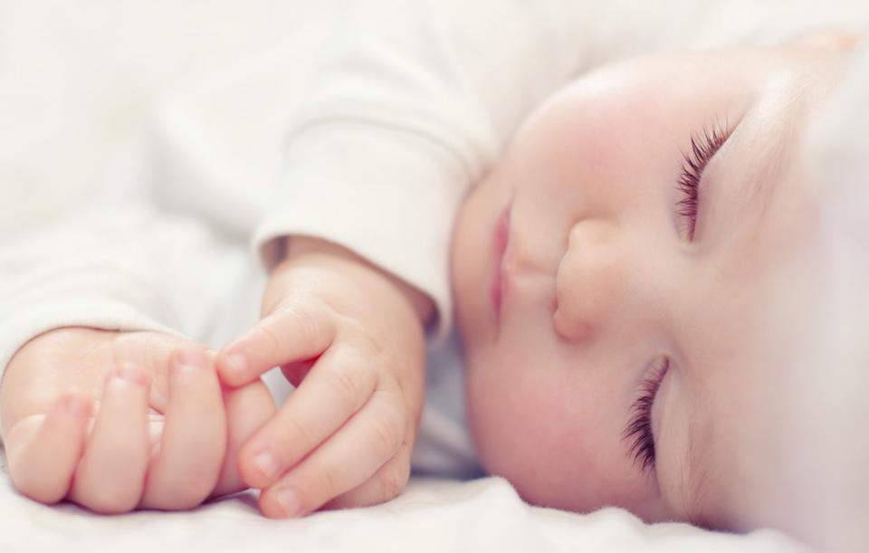 Somnul bebelusului: Mitul cu cele 16 ore