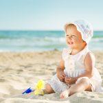 Cu bebe la mare: De la ce varsta si in ce conditii?