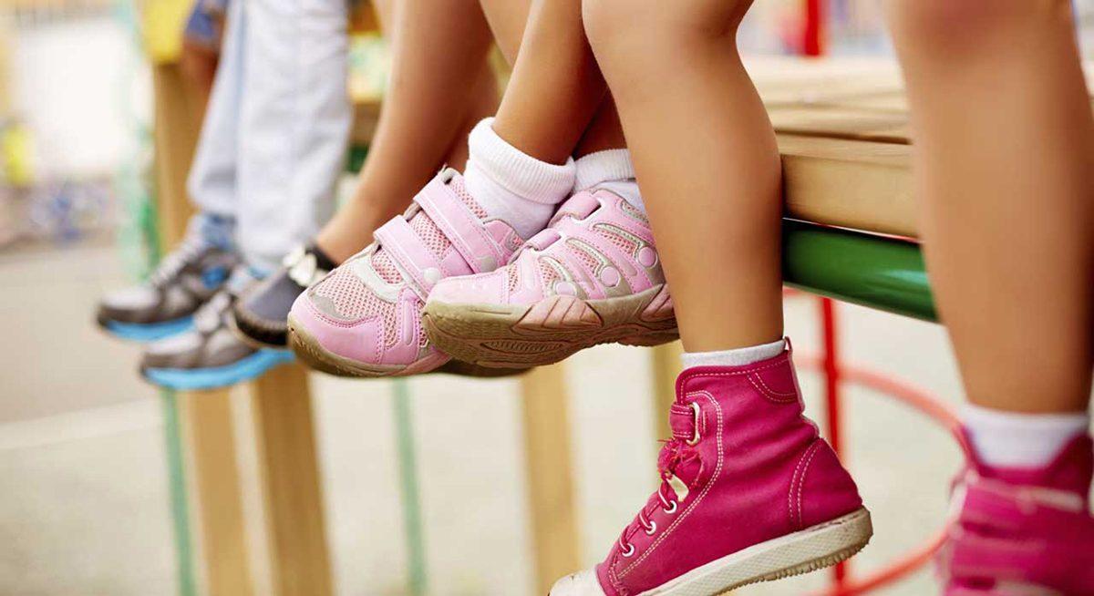 Cat de des sa cumparam pantofi pentru copii?