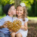 Indragostirea la copii: Cat de acceptabile sunt pupaturile