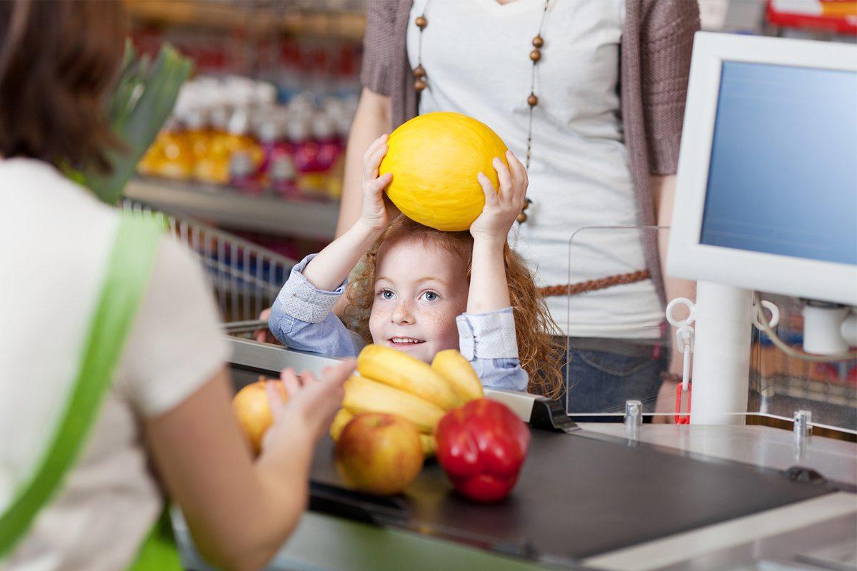 Distractie cu copilul la magazin