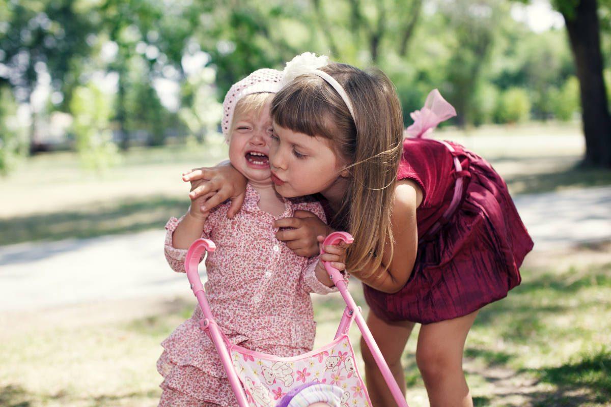 Cum iti inveti copilul despre compasiune si empatie