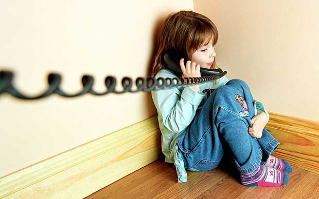 Telefonul Copilului Bilant 2017: Abuzul emotional - forma preponderenta de abuz asupra copiilor
